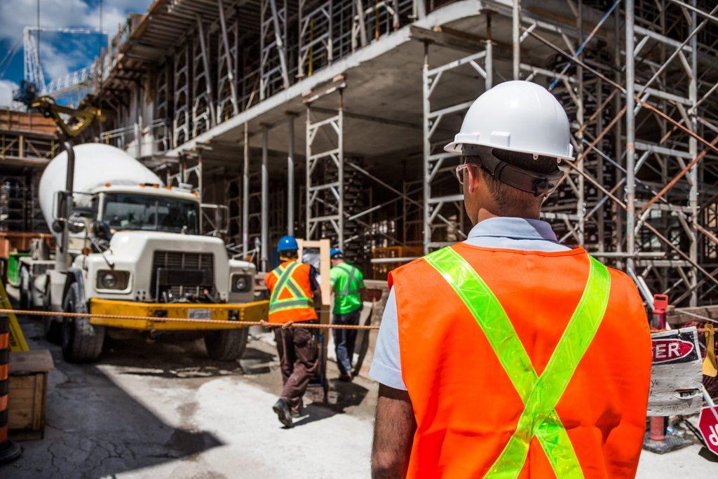 , Wypadek w pracy – kto wypłaca odszkodowanie?